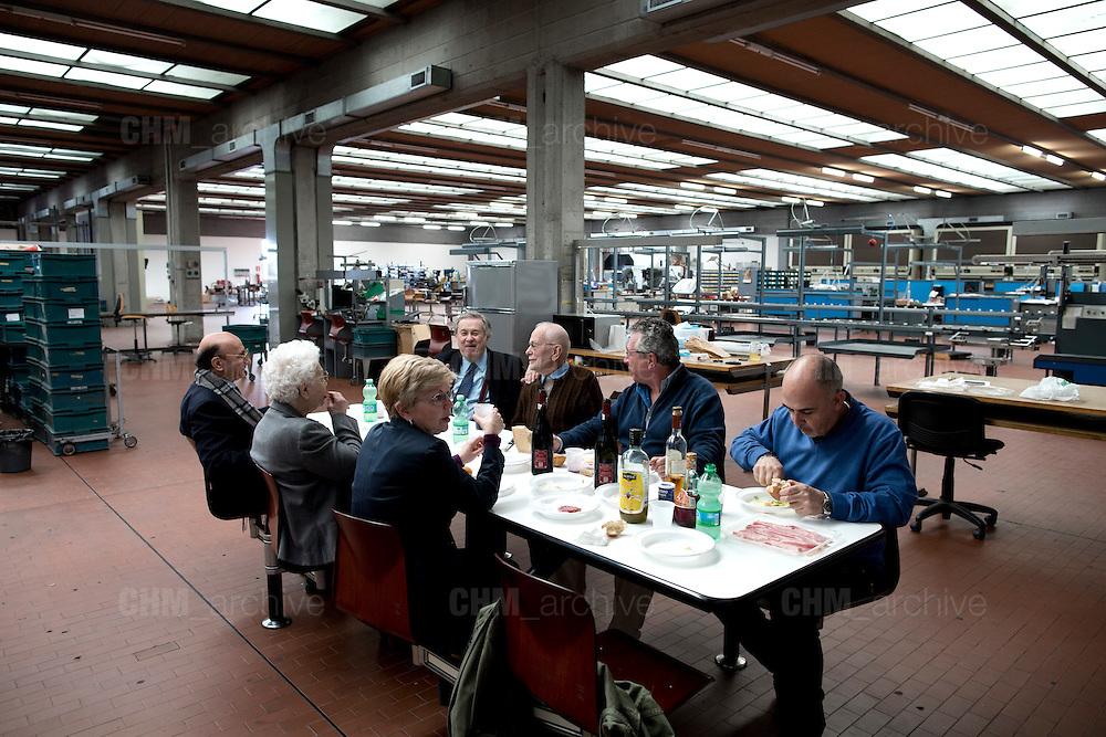 Carlo Vichi, fondatore della Mivar, mangia con la sua famiglia ed alcuni dipendenti durante la pausa pranzo all'interno della sua fabbrica, Abbiategrasso 18 marzo 2014. Guido Montani / OneShot