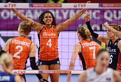 09-01-2016 TUR: European Olympic Qualification Tournament Rusland - Nederland, Ankara<br /> De Nederlandse volleybalsters hebben de finale van het olympisch kwalificatietoernooi tegen Rusland verloren. Oranje boog met 3-1 voor de Europees kampioen (25-21, 22-25, 25-19, 25-20) / Celeste Plak #4 viel goed in en bracht Rusland even aan het wankelen