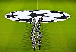 14.09.2010, Weserstadion, Bremen, GER, UEFA CL Gruppe A, Werder Bremen (GER) vs Tottenham Hotspur (UK), im Bild   CL Logo Mittelkreis  mit Balljungen aus Oldenburg EXPA Pictures © 2010, PhotoCredit: EXPA/ nph/  Kokenge+++++ ATTENTION - OUT OF GER +++++ / SPORTIDA PHOTO AGENCY