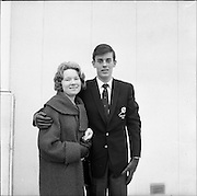28/01/1962<br /> 01/28/1962<br /> 28 January 1962<br /> The Irish Relay 4x880 Team flies out from Dublin Airport for a seven week tour of sports fixtures in the United States. Picture shows Basil Clifford.