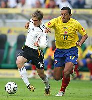 Fotball<br /> Landskamp<br /> Tyskland v Colombia<br /> 02.06.2006<br /> Foto: Witters/Digitalsport<br /> NORWAY ONLY<br /> <br /> v.l. Philipp Lahm, Jairo Patino Kolumbien<br /> Laenderspiel Deutschland - Kolumbien