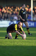 Gloucester, Gloucestershire, UK., 04.01.2003, Wasp's Alex KING, lines the ball up in the cup for kick at goal,  during, Zurich Premiership Rugby match, Gloucester vs London Wasps,  Kingsholm Stadium,  [Mandatory Credit: Peter Spurrier/Intersport Images],