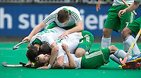 ANTWERP -   Michael Darling (under) has scored 4-1 for Ireland during   the hockeymatch for the 5th place between Ireland an d Malaysia (4-1).  Ireland is celebrating.  WSP COPYRIGHT KOEN SUYK