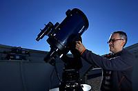 17/Enero/2017 Barcelona.<br /> Josep María Trigo, investigador del Instituto de Ciencia Espacial, ICE del CSIC en Barcelona, calibrando un telescopio usado para el estudio de meteoritos.<br /> <br /> ©JOAN COSTA