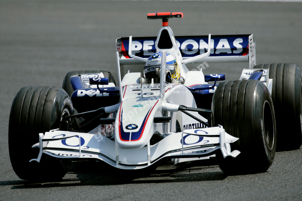 Nick Heidfeld (BMW with new vertical wings) during practice for the 2006 French Grand Prix in Magny-Cours. Photo: Grand Prix Photo