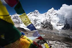 """THEMENBILD - Der Mount Everest (8848 m) und Nuptse (7.861 m) vom Kala Patthar aus gesehen. Wanderung im Sagarmatha National Park in Nepal, in dem sich auch sein Namensgeber, der Mount Everest, befinden. In Nepali heißt der Everest Sagarmatha, was übersetzt """"Stirn des Himmels"""" bedeutet. Die Wanderung führte von Lukla über Namche Bazar und Gokyo bis ins Everest Base Camp und zum Gipfel des 6189m hohen Island Peak. Aufgenommen am 18.05.2018 in Nepal // Trekkingtour in the Sagarmatha National Park. Nepal on 2018/05/18. EXPA Pictures © 2018, PhotoCredit: EXPA/ Michael Gruber"""