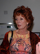 Rula Lenska. Cocktail party celebrating Born Free Foundation 21 years anniversary.  Royal Geographical Society, Kensington Gore. 14 march 2005. ONE TIME USE ONLY - DO NOT ARCHIVE  © Copyright Photograph by Dafydd Jones 66 Stockwell Park Rd. London SW9 0DA Tel 020 7733 0108 www.dafjones.com