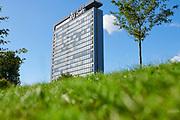 The building of Electrical Engineering, Mathematics and Computer Science (EMI building) on the campus of Delft University of Technology (TU Delft) | Het gebouw van Electrotechniek, Wiskunde en  Informatica (EMI-gebouw) op de campus van de Technische Universiteit Delft (TU Delft)