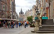 Gdańsk, 2008-06-22. Turyści na ulicy Długi Targ, Gdańsk - Stare Miasto