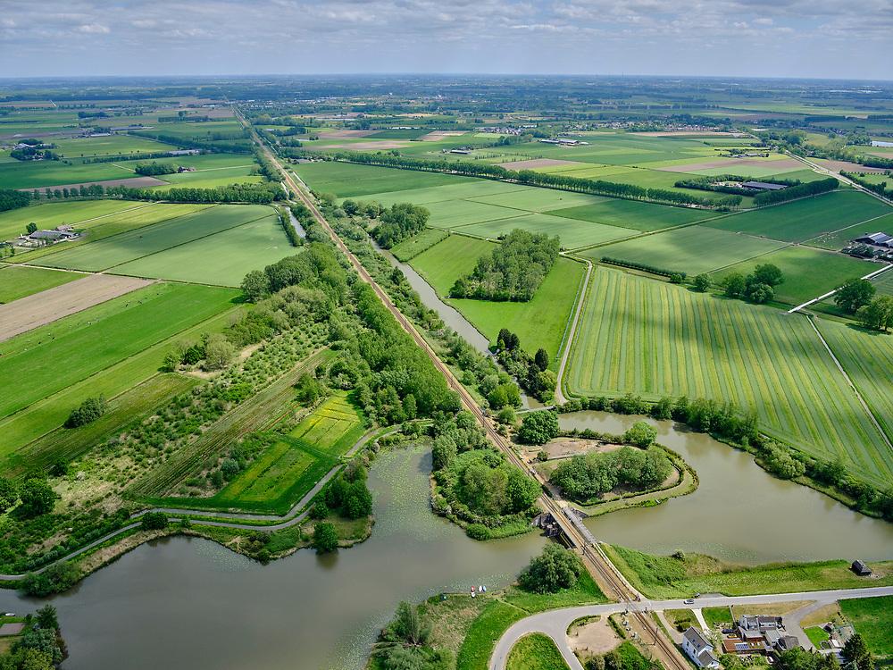 Nederland, Gelderland, Acquoy, 14-05-2020; Werk op de spoorweg bij de Diefdijk en Fort Diepfdijk bijspoorlijn Geldermalsen - Leerdam.<br /> Work on the railway at the Diefdijk and Fort Diefdijk at the railway line Geldermalsen - Leerdam.<br /> aerial photo (additional fee required);<br /> copyright foto/photo Siebe Swart