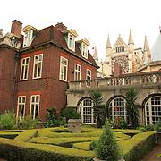 Westminster Abbey Central Courtyard Garden - London, UK
