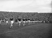 Neg No: .A801/4571-4583...1958AIMHCF.07.09.1958, 09.07.1958, 7th September 1958,.All Ireland Minor Hurling Championship - Final...Limerick.05-08.Galway.03-10..