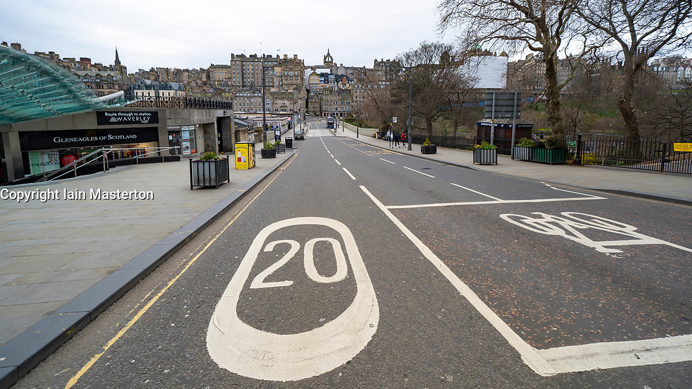 Edinburgh, Scotland, UK. 29 March, 2020. Life in Edinburgh on the first Sunday of the Coronavirus lockdown. Streets deserted, shops and restaurants closed, very little traffic on streets and reduced public transport. Pictured; Streets outside Waverley Station deserted. Iain Masterton/Alamy Live News