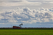 Oil well near Shafter. Kern County, San Joaquin Valley, California, USA