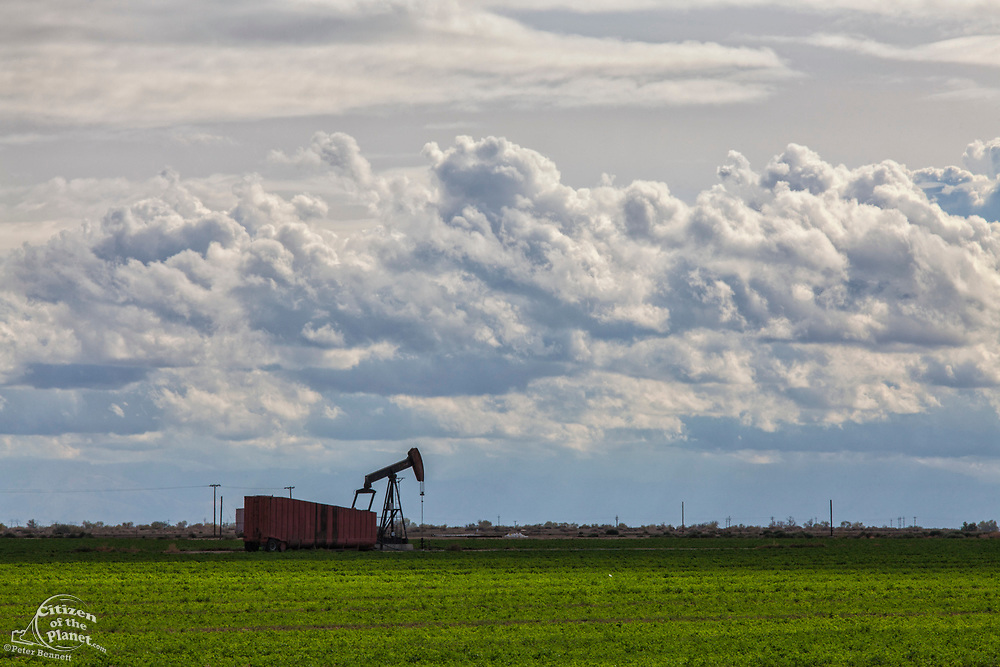 Oil well near Shafter. Kern County, San Joaquin Valley, California, USA