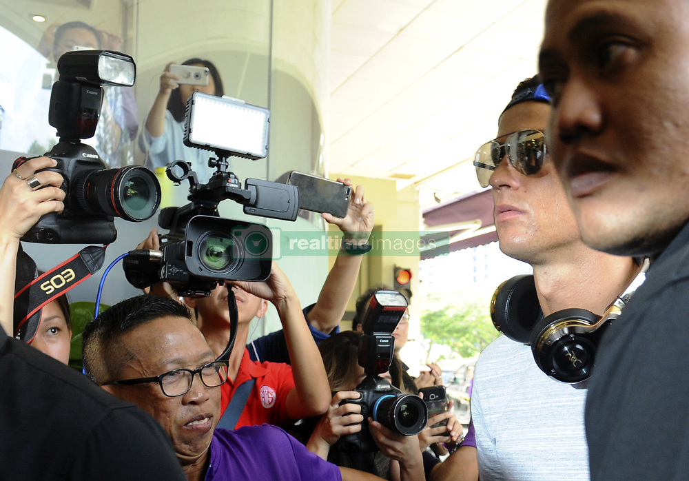 2017?7?21?.??????——?????????????..7?21???????????????????????????????????????????????????????7?22??23?????????.???? ??????..Real Madrid player Cristiano Ronaldo (R2) arrives at the Thomson Medical Centre in Singapore on Jul 21, 2017. Today, Ronaldo visits Singapore businessman Peter Lim's daughter and her baby at the Thomson Medical Centre during his 1-day stopover, and will be visiting Shanghai and Beijing on Jul 22 and 23. .By Xinhua, Then Chih Wey..????????????2017?7?21? (Credit Image: © Then Chih Wey/Xinhua via ZUMA Wire)