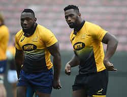 Cape Town-180622 Springbok players Tendai Mtawarira and captain Siya Kolisi having a practice during the captain's run at Newlands.The team will be facing England in their last test game at Newlines stadium.Photographer:Phando Jikelo/African News Agency/ANA