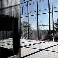 Spanje, Alicante,22 mei 2015.<br /> Stichting AAP die zich inzet voor opvang en welzijn van verwaarloosde dieren waaronder diverse apensoorten haalt nu verwaarloosde 2 tijgers en 2 leeuwen op bij een failliete circus in het plaatsje Lieusaint in de buurt van Parijs om ze vervolgens een betere toekomst te geven in opvangcentrum Primadomus in de buurt van Alicante Spanje.<br /> Op de foto: De 2 tijgers en leeuwen arriveren met de truck vanuit Frankrijk bij opvangcentrum Primadomus in de omgeving van Alicante. De kisten worden van de truck gehaald en de dieren worden geinstalleerd in hun nieuwe onderkomen. Eerst zullen ze enkele weken moeten rusten en wennen in een eerste kooi alvorens ze op een ruimer afgeschermd terrein mogen rondlopen.<br /> Op de foto: 1 van de kooien van Primadomus.<br /> <br /> <br /> <br /> Foto: Jean-Pierre Jans