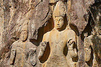 Sri Lanka, province de l'Uva, Buduruwagala, statue de Bouddha sculptée dans la roche // Sri Lanka, Ceylon, Central Province, Buduruwagala, Buddhist Rock Temple, Buddhist statues carved in a rock as rock relief