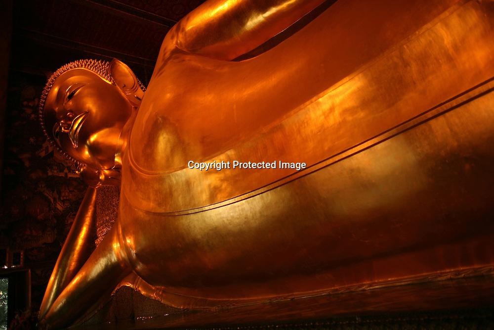 goldenBuddha statue in Wat Pho tempel in Bangkok