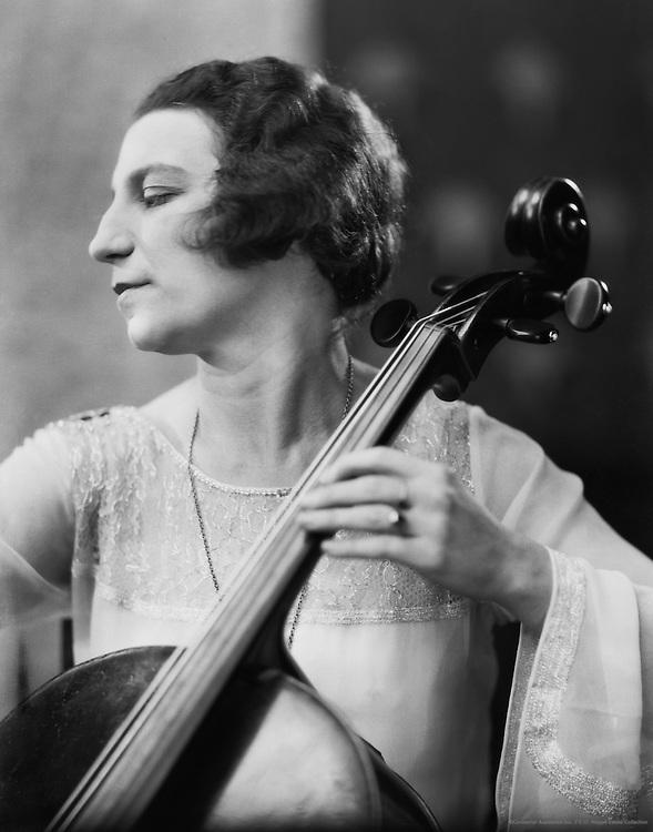 Guilhermina Suggia, cellist, 1914