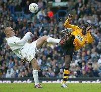Photo. Andrew Unwin<br /> Leeds United v Blackburn Rovers, Barclaycard Premier league, Elland Road, Leeds 04/10/2003.<br /> Leeds' Seth Johnson (l) battles with Blackburn's Andrew Cole (r).