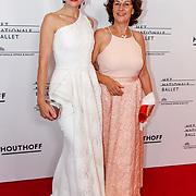 NLD/Amsterdam/20180908 - inloop Gala Het Nationale Ballet 2018, Anna Drijver en haar moeder Mieke Bosse