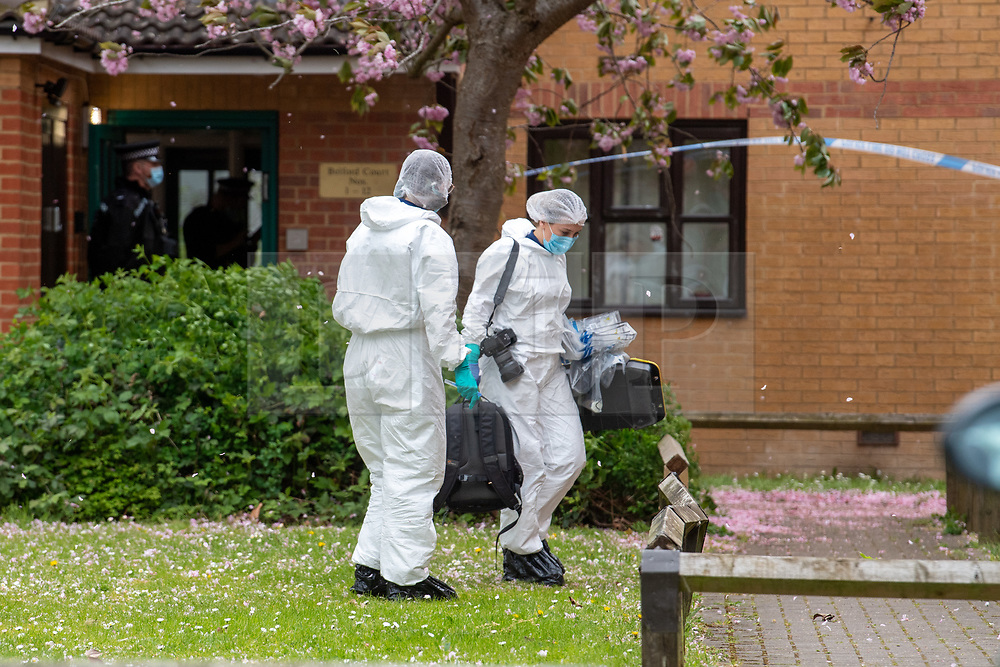 © Licensed to London News Pictures. 03/05/2021. Reading, UK. Forensic investigators at Belford Court on Luad Close following the death of a woman on Friday 30/04/2021. Thames Valley Police were called to an address on Laud Close, Reading at approximatly 16:30 BST after reports that a 34-year-old woman had died. The death was initially treated as unexplained while officers worked to establish the exact circumstances, but following a post mortem which took place on Sunday 02/05/2021 and gave the cause of death as a blunt force head injury, a murder investigation was formally launched. Photo credit: Peter Manning/LNP