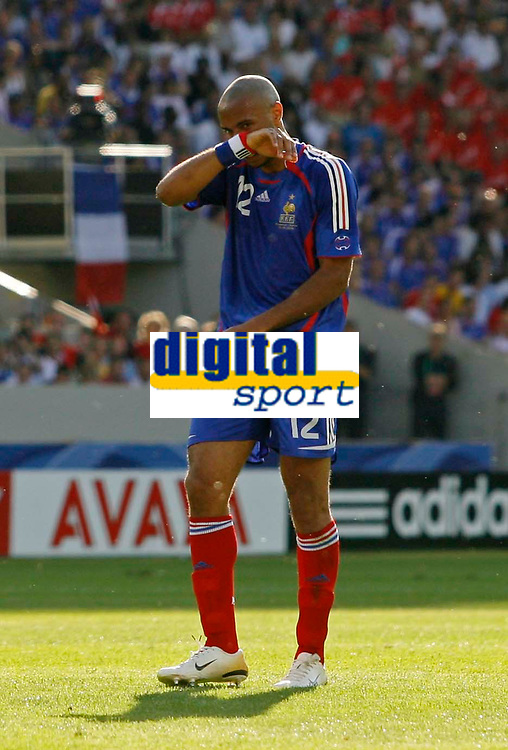 Photo: Glyn Thomas.<br />France v Switzerland. Group G, FIFA World Cup 2006. 13/06/2006.<br /> France's Thierry Henry looks dejected.