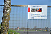 Nederland, Loppersum, 15-4-2015Beelden uit het gebied in de provincie Groningen die ernstig te lijden heeft onder de gevolgen van de gaswinning door de NAM. 43 Huizen met aardbevingsschade zullen gesloopt moeten worden. De gaswinning in de nabijheid van dit dorp moet gestopt worden. Er zijn enkele winlocaties vlakbij zoals bij 't Zandt en Zeerijp. Bij Zeerijp plaatst de NAM geofoons om op 3 kilometer diepte geuiden te kunnen waarnemen om zo de kleinste bevingen te registreren.Foto: Flip Franssen/ Hollandse Hoogte