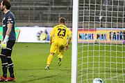 Fussball: 2. Bundesliga, FC St. Pauli - VFL Osnabrück, Hamburg, 27.11.2020<br /> Jubel von Torschütze David Bllacha (Osnabrück) nach seinem Treffer zum 0:1<br /> © Torsten Helmke