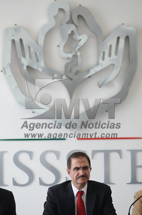 Toluca, México.- José Edgar Naime Libien, Delegado del ISSSTE, durante la inauguración de la primera sala de lactancia en la delegación del ISSSTE de la capital Mexiquense. Agencia MVT / Arturo Hernández.
