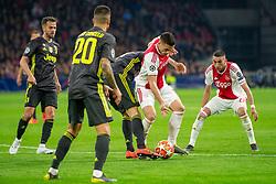 10-04-2019 NED: Champions League AFC Ajax - Juventus,  Amsterdam<br /> Round of 8, 1st leg / Ajax plays the first match 1-1 against Juventus during the UEFA Champions League first leg quarter-final football match / Dusan Tadic #10 of Ajax, Hakim Ziyech #22 of Ajax