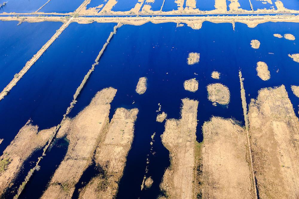 Nederland, Drenthe, Gemeente Emmen, 01-05-2013; natuurreservaat het Bargerveen, restant van het vroegere Boertangemoeras. Na het beeindigen van de vervening in bezit van de Vereniging Natuurmonumenten. Natuurbeheer gericht op ontstaan van levend hoogveen <br /> (door vernatting). Onderdeel van Internationaler Naturpark Bourtanger Moor-Bargerveen.<br /> Former swamp and peat area, part of International Nature Park Bourtanger Moor-Bargerveen<br /> luchtfoto (toeslag op standard tarieven);<br /> aerial photo (additional fee required);<br /> copyright foto/photo Siebe Swart.