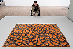 """© Licensed to London News Pictures. 09/10/2018. LONDON, UK. A visitor views """"Rug"""", 1959, executed by Gloria Finn Dale.  Preview of the UK's first exhibition of works by German artist Anni Albers at Tate Modern who used the ancient art of hand-weaving to produce works of modern art.  Over 350 of her artworks from major collections from Europe and the US are on show 11 October to 27 January 2019.  Photo credit: Stephen Chung/LNP"""