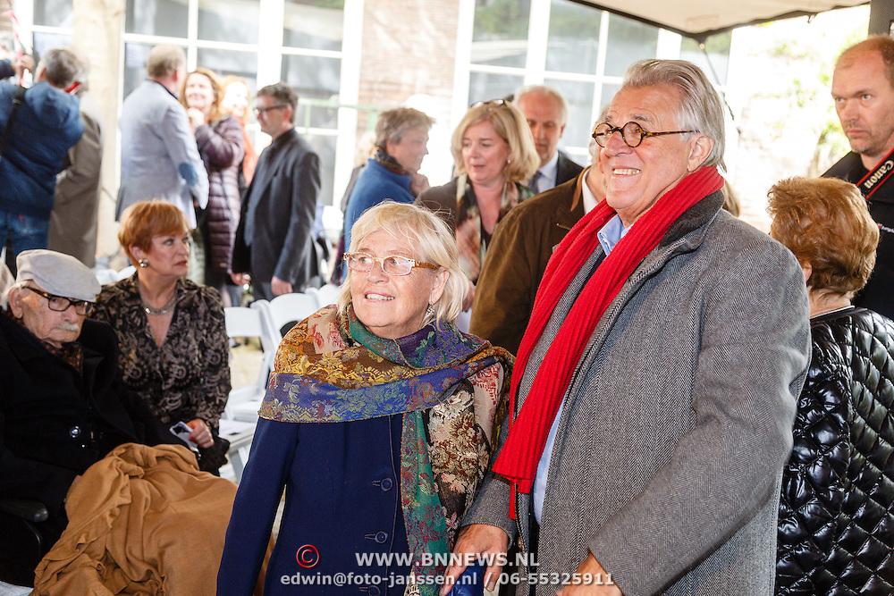 NLD/Amsterdam/20160515 - Nationaal Holocaust museum opent met schilderijen Jeroen Krabbé, Jeroen en partner Herma