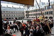 """Aankomst koninklijke familie in de gouden koets bij de Ridderzaal op Prinsjesdag 2012. /// Arrival royal family in the golden coach at the Riddrerzaal on """"Prinsjesdag""""in The Hague<br /> <br /> Op de foto / On the photo:<br />   Koningin Beatrix, kroonprins Willem-Alexander en prinses Máxima arriveren met de gouden koets"""