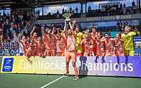 AMSTELVEEN - Nederland kampioen. Billy Bakker (Ned) met de beker.   EK hockey, finale Nederland-Duitsland 2-2. mannen.  Nederland wint de shoot outs en is Europees Kampioen.  COPYRIGHT KOEN SUYK