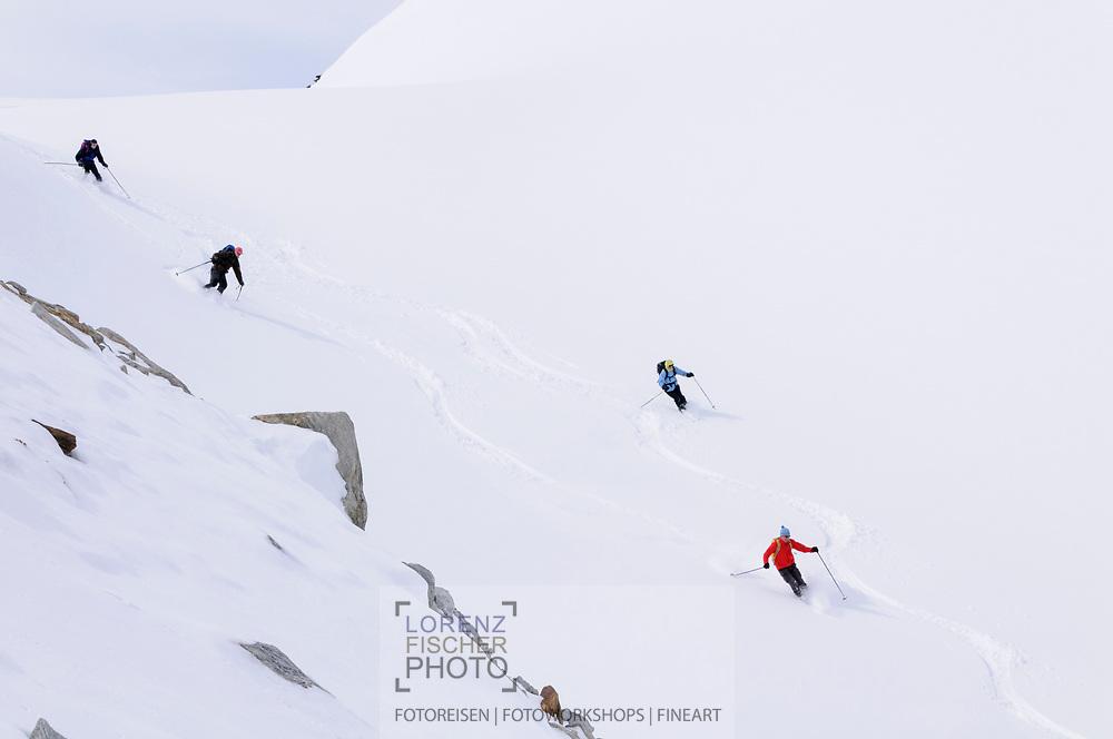 Impressionen einer Skitourenwoche im Gebiet der Rotondo-Hütte. Abfahrt von der Muttenlücke auf den Muttengletscher.