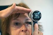 Nederland, Nijmegen, 26-9-2017Oudere vrouw ondergaat een ogentest, oogtest, oogmeting bij de specialist van  oogheelkunde in een ziekenhuis. O.D. betekentr oculus dexter, Latijn voor rechter oog.Het getal geeft de oogdruk aan. Deze is in dit geval normaal. ( Patient is partner van de fotograaf.)Foto: Flip Franssen
