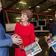 NLD/Amsterdam/20180217 - Prinses Margriet bij viering 75 jaar Trouw, Prinses Margriet en Cees van der Laan, hoofdredacteur van Trouw