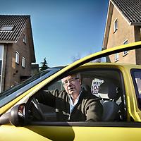 Nederland, Monnickendam , 9 februari 2011..Kees de Lange, lijsttrekker van VijftigPlus in Noord-Holland in de auto van zijn vrouw voor zijn woning in Monnickendam..Foto:Jean-Pierre Jans