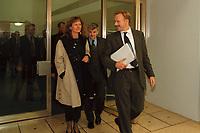 25 OCT 1999, BERLIN/GERMANY:<br /> Gunda Röstel, B90/Grüne Sprecherin des Bundesvorstandes, Joschka Fischer, B90/Grüne Bundesaußenminister, und Jürgen Trittin, B90/Grüne, Bundesumweltminister, nach dem Koalitionsgespräch, Bundeskanzleramt<br /> IMAGE: 19991025-02/01-07<br /> KEYWORDS: Gunda Roestel, Juergen Trittin