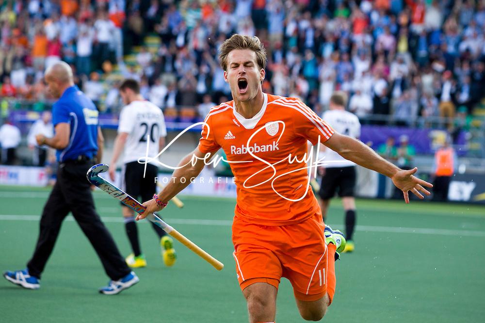 DEN HAAG -  Jeroen Hertzberger heeft de stand op 1-0 gebracht. tijdens de wedstrijd tussen de mannen van Duitsland en Nederland in het WK hockey 2014.  ANP KOEN SUYK