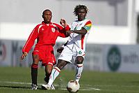 Fotball<br /> African Nations Cup 2004<br /> Afrika mesterskapet 2004<br /> Foto: Digitalsport<br /> NORWAY ONLY<br /> <br /> FIRST ROUND - GROUP B - 040130<br /> SENEGAL v KENYA<br /> ALIOU CISSE (SEN) / BRIAN TITUS MULAMA (KEN)