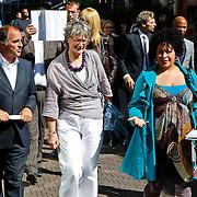 NLD/Den Haag/20100906 - Start Alfabetiseringsweek met installatie forum A tot Z, Frits van oostrom, Inez de Graaf, en Tania Kross