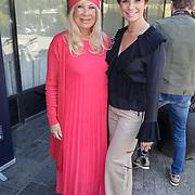 NLD/Amsterdam/20190408 - Inloop award uitreiking, Leontien Borsato en haar schoonmoeder Mary Borsato