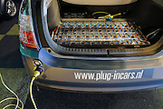 Nederland, Rotterdam, 22-09-2010Ecomobiel, beurs op het gebied van duurzame mobiliteit. Met auto's die rijden op waterstof, aardgas, biogas, en stroom. Auto wordt opgeladen via een stopcontact.Kofferbak met accus van een Toyota Prius.Foto: Flip Franssen/Hollandse Hoogte