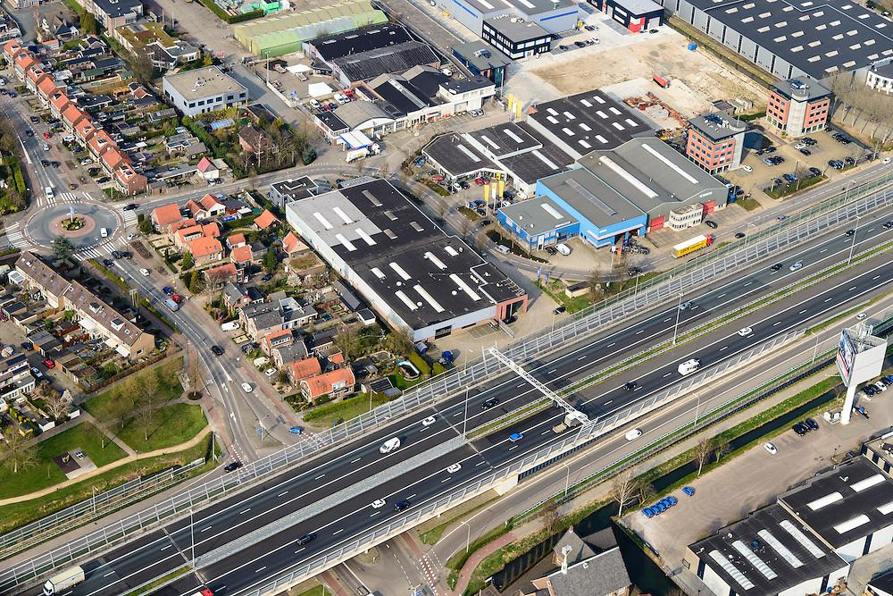 Nederland, Zuid-Holland, Hardinxveld-Giessendam, 01-04-2016; Autosnelweg A15 kruist de Nieuwe weg in Neder-Hardinxveld.<br /> Motorway through densely populated urban area.<br /> luchtfoto (toeslag op standard tarieven);<br /> aerial photo (additional fee required);<br /> copyright foto/photo Siebe Swart