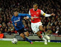 Photo: Ed Godden.<br /> Arsenal v Hamburg. UEFA Champions League, Group G. 21/11/2006. Arsenal's Thierry Henry (R), challenges Benny Feilhaber.